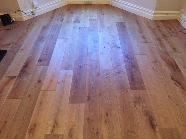 V4  Wood Flooring - E103